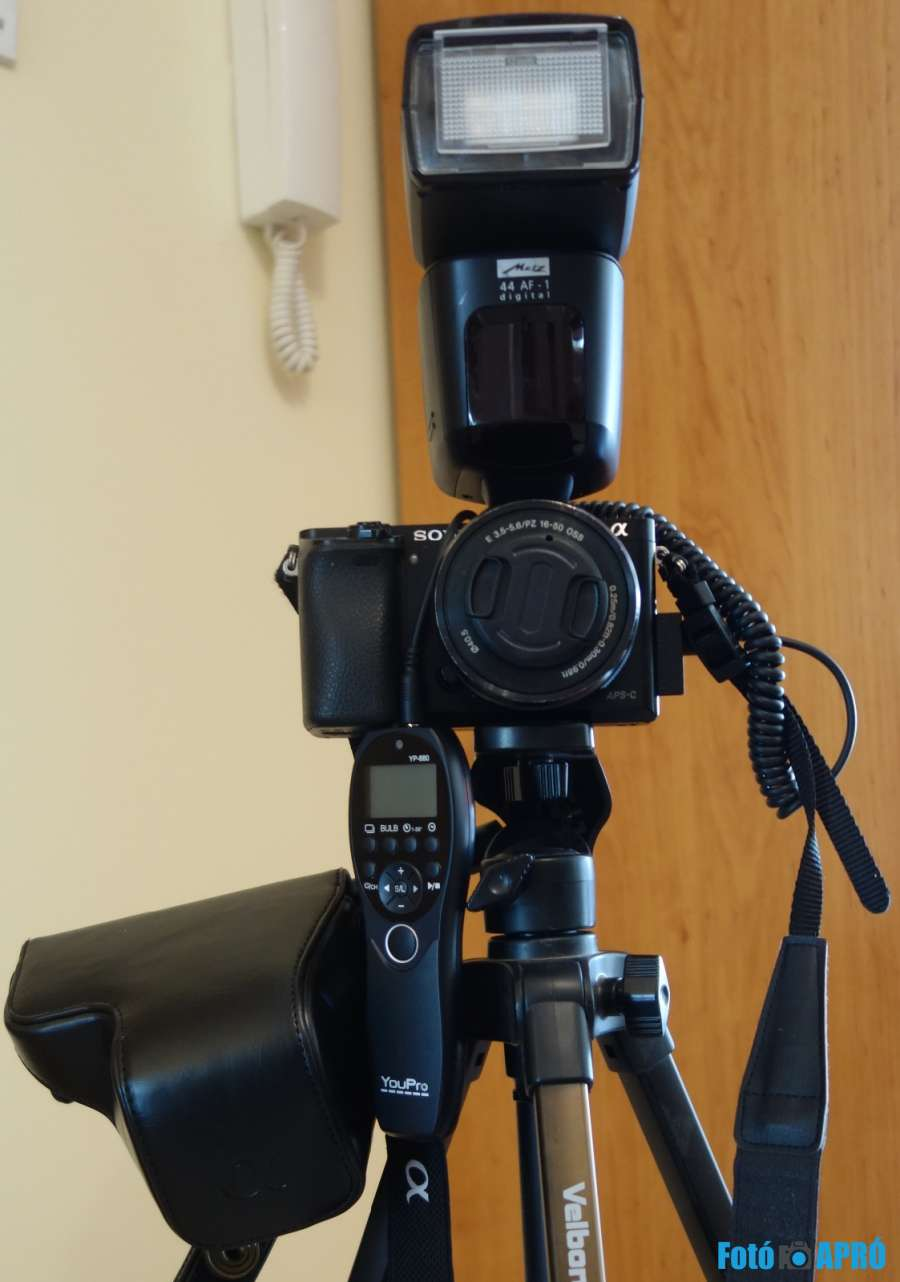 Sony ILCE6000+ SELP1650 + Metz 44AF-1